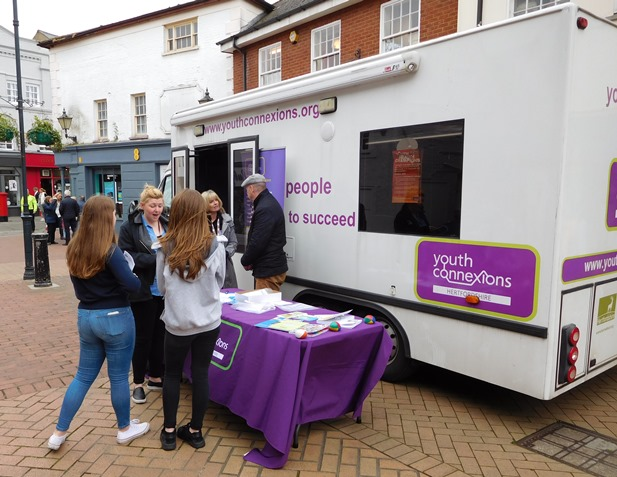 Pop-up advice creates a buzz in Hertford town centre